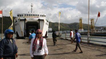 Menuju kapal penyeberangan
