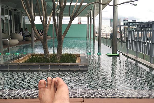kolam-renang-di-hotel-morrissey